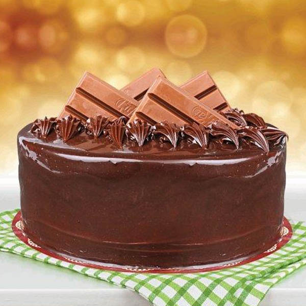 2 Pounds Kitkat Cake - SendFlowers.pk