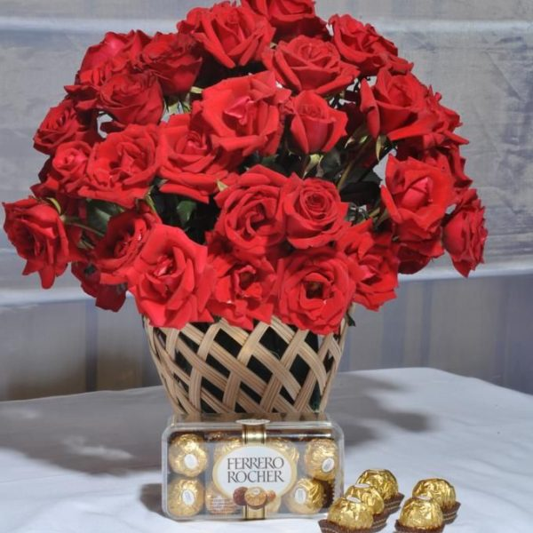 Valentine Roses With Chocolate - SendFlowers.PK