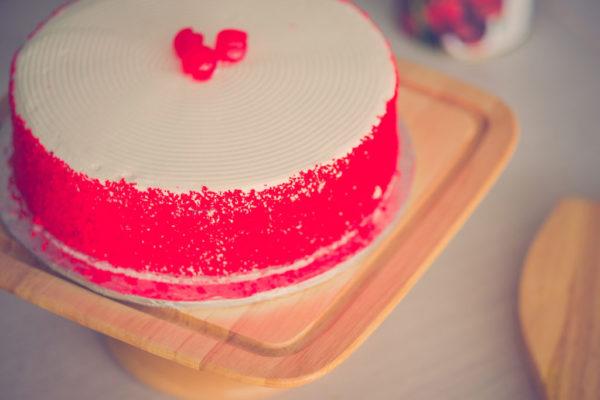 Red Velvet Premium Cake 2LBS - SendFlowers.pk