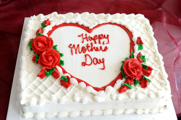 Mom Heart Cake - SendFlowers.pk