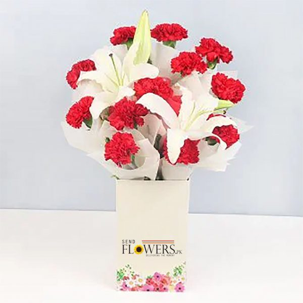 Blossoming Love Box - SendFlowers.pk
