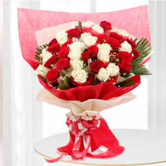 Red And White Magic - SendFlowers.pk