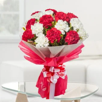 Red 'N' White Allure - SendFlowers.pk
