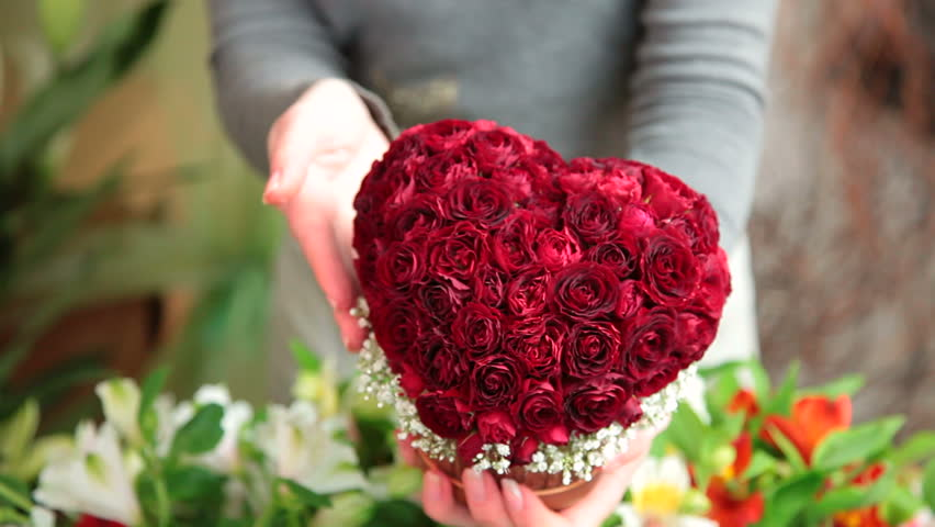 Finest Flowers for Valentine's Day Gifts to Pakistan - sendflowers.pk