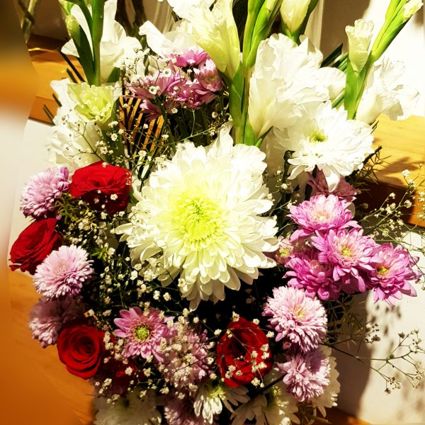 Online flower box delivery Pakistan_SendFlowers.pk