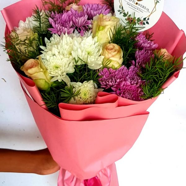 Delivery of Bouquet of Charismatic Roses in Pakistan