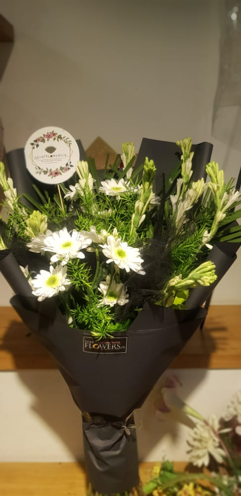 Delivery of Black & White Blooms in Pakistan