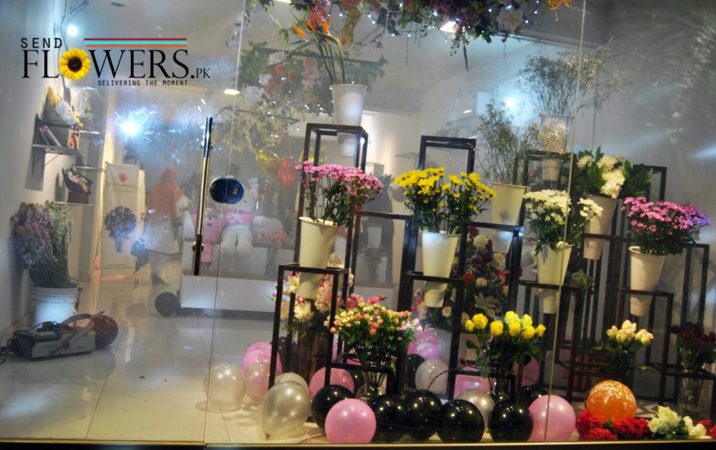 Biggest Outlet of Flowers in Lahore - Gifts & Flowers delivery Pakistan