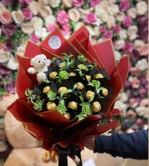Chocolate Bouquet in Pakistan - SendFlowers.pk