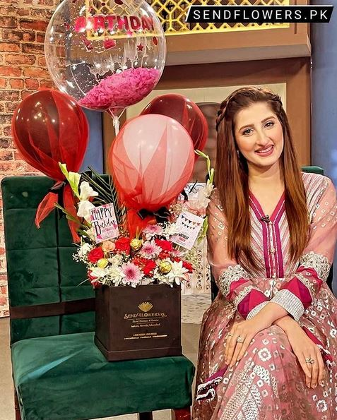 Happiness Flowers and Balloon Box_Chocolate Bax Delivery Pakistan